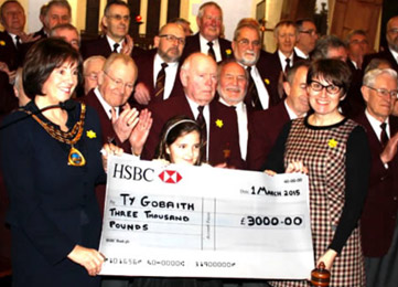 Choir raise £3200